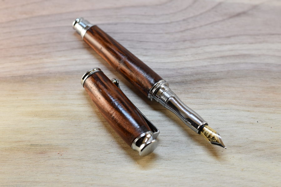 plnicí pero švestka