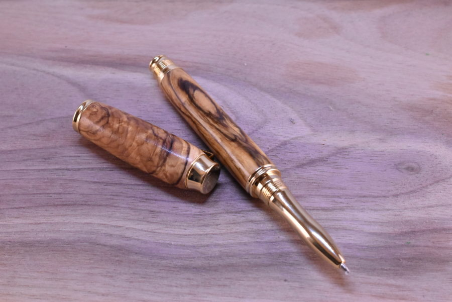 dřevěné kuličkové pero zlaté oliva