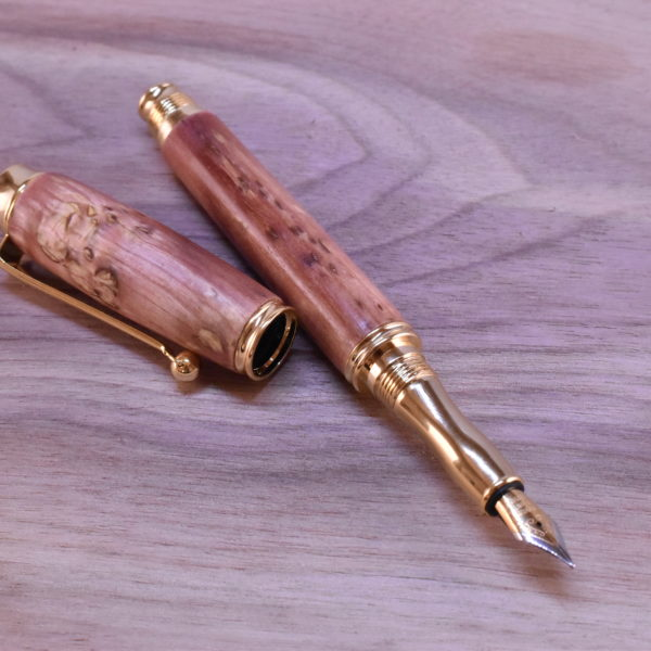 drevene pero karelska břiza gold roses