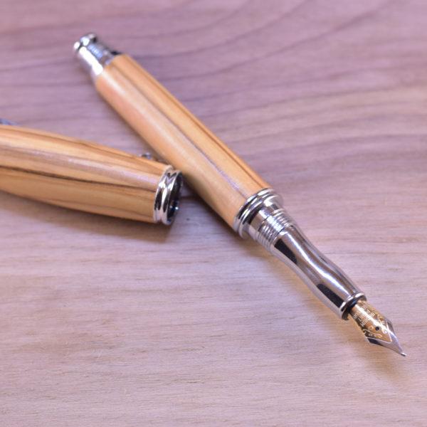 dřevěné pero z betlémské olivy